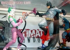Ridonkulous Ulitmate Showdown Joker vs Batman statue