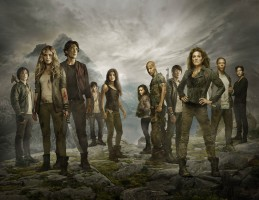 THE 100 (L-R) Thomas McDonell, Eliza Taylor, Bob Morley, Devon Bostick, Marie Avgeropoulos, Lindsey Morgan, Ricky Whittle, Christopher Larkin, Paige Turco, Isaiah Washington and Henry Ian Cusick from Warner Bros. Television's The 100, returning October 22 and airing Wednesdays at 9/8c on The CW. (Photo Credit: © Warner Bros. Entertainment Inc. All Rights Reserved.)